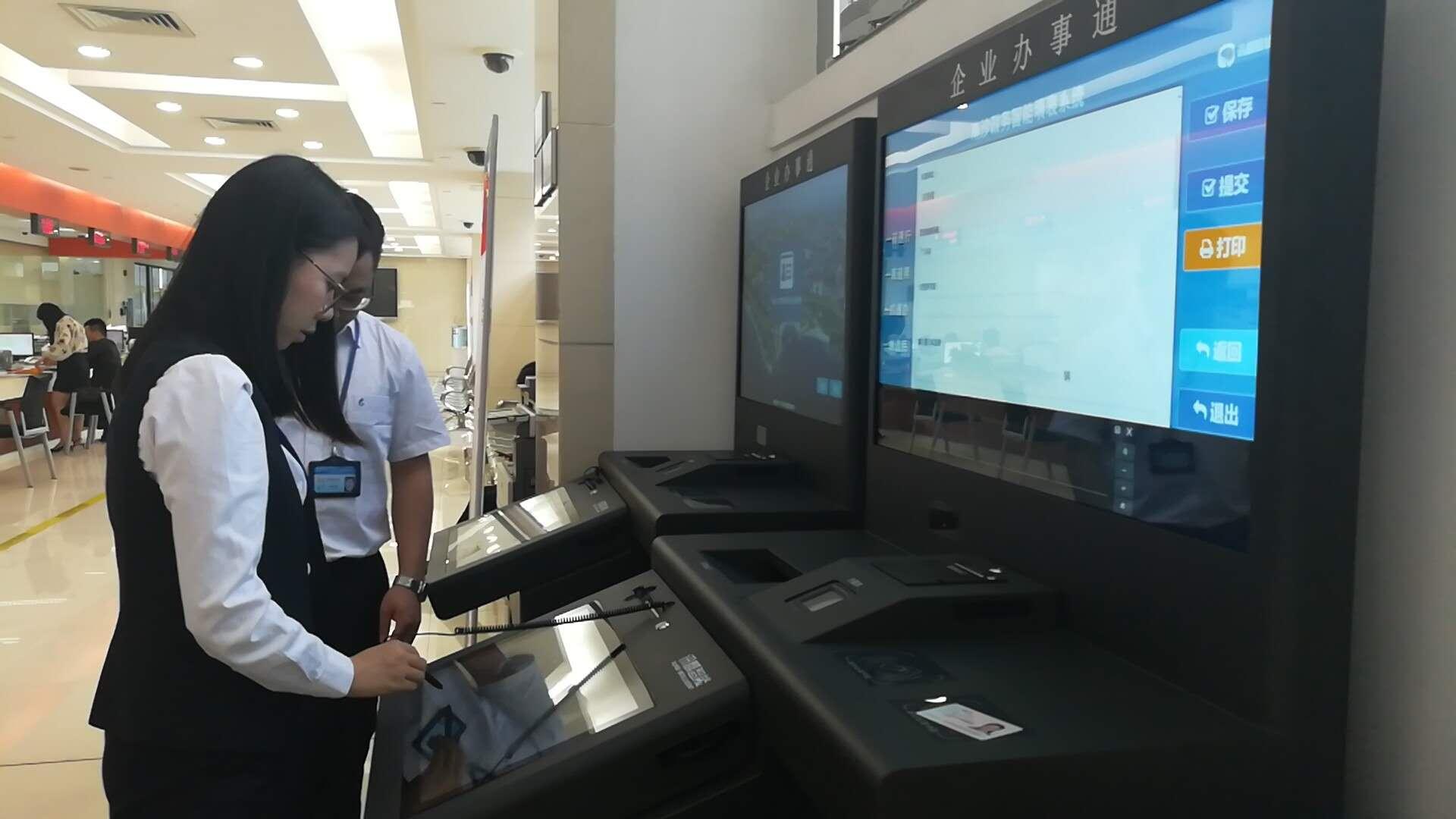 触摸屏一体机|触摸查询一体机|排队叫号机|无线排队叫号机|多媒体一体机|触摸查询软件|触摸查询系统|排队叫号系统|表面声波屏|红外触摸屏|车管终端机|人机界面|社保终端机|查询机|智能自助终端|社保自助终端机|医疗自助服务终端